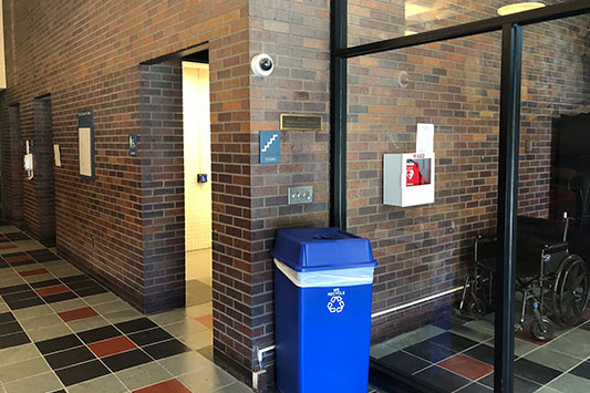 photo of AED location - Park Science Center, Main Lobby stairwell near vending machines