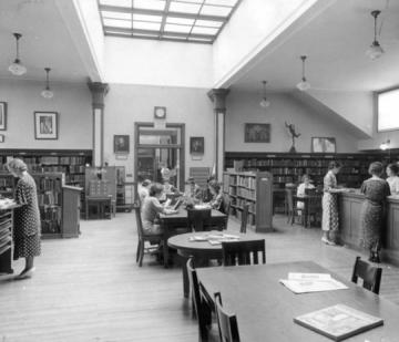 Archive photo of the Simmons library in 1934