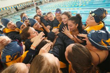 Simmons Swimming and Diving Team at NEISDA championship