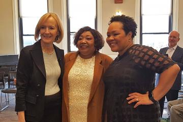 Judy Woodruff, Yamiche Alcindor's mother, and Yamiche Alcindor at the Ifill Forum.