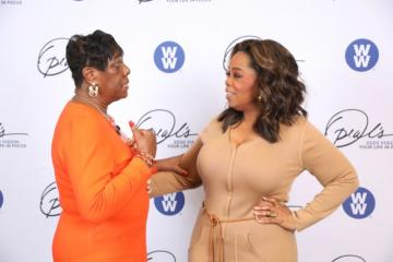 Leslie Morris speaking with Oprah Winfrey during the Oprah Winfrey National Tour.