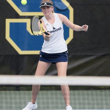 Sarah Mariski playing a Simmons University tennis match